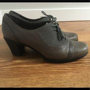 Clark's oxford-style heels
